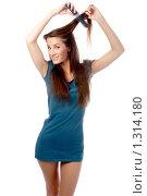 Купить «Молодая девушка делает прическу», фото № 1314180, снято 24 октября 2008 г. (c) Serg Zastavkin / Фотобанк Лори