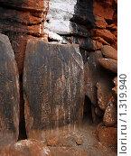 Камень у входа в храм бон-по Какбени Непал (2008 год). Стоковое фото, фотограф Павлов Борис / Фотобанк Лори