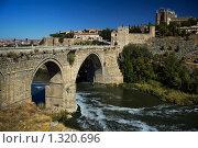 Купить «Толедо. Мост. Испания», эксклюзивное фото № 1320696, снято 3 октября 2005 г. (c) Александр Алексеев / Фотобанк Лори