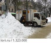 Разгрузка хлеба зимой (2009 год). Редакционное фото, фотограф Сергей Ратушный / Фотобанк Лори