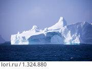 Купить «Айсберг в Атлантическом океане, Антарктида», фото № 1324880, снято 27 ноября 2009 г. (c) Станислав Белоглазов / Фотобанк Лори