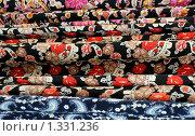 Купить «Разноцветные ткани крупным планом», фото № 1331236, снято 3 октября 2009 г. (c) Victor Spacewalker / Фотобанк Лори