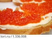 Бутерброд с красной икрой. Стоковое фото, фотограф Глазков Владимир / Фотобанк Лори