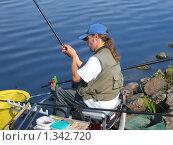 Купить «Рыбак у реки», фото № 1342720, снято 28 августа 2005 г. (c) Наталия Евмененко / Фотобанк Лори