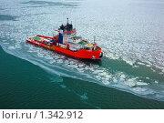 Купить «Корабль снабжения морских буровых установок во льдах», фото № 1342912, снято 12 декабря 2009 г. (c) Namanoman / Фотобанк Лори