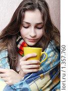 Купить «Девушка болеет», фото № 1357760, снято 20 декабря 2009 г. (c) Ирина Золина / Фотобанк Лори