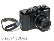 Купить «Цифровой фотоаппарат с ремешком», эксклюзивное фото № 1359452, снято 9 января 2010 г. (c) Константин Косов / Фотобанк Лори