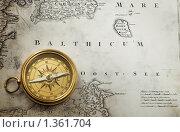 Купить «Компас на старинной карте», фото № 1361704, снято 6 января 2010 г. (c) Triff / Фотобанк Лори