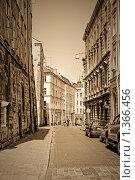 Старинная улица в старой части Львова. Украина (2009 год). Редакционное фото, фотограф Nickolay Khoroshkov / Фотобанк Лори