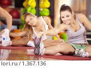 Купить «Девушки в спортклубе», фото № 1367136, снято 10 декабря 2009 г. (c) Raev Denis / Фотобанк Лори
