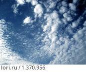 Синее небо с облаками. Стоковое фото, фотограф Романенко Анастасия Юрьевна / Фотобанк Лори