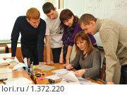 Купить «Студенты с преподавателем. Консультация», фото № 1372220, снято 11 декабря 2009 г. (c) Ирина Апарина / Фотобанк Лори