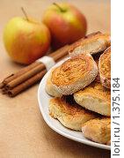 Купить «Пироги с яблоками и корицей», фото № 1375184, снято 25 декабря 2009 г. (c) Анна Лурье / Фотобанк Лори