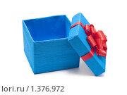 Открытая голубая подарочная коробка с бантом. Стоковое фото, фотограф Дмитрий Сечин / Фотобанк Лори