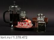 Купить «Кофе, чай и десерт на тёмном фоне», фото № 1378472, снято 28 июля 2009 г. (c) Елисей Воврженчик / Фотобанк Лори