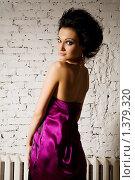 Девушка в шелковом платье. Стоковое фото, фотограф Куршубадзе Нелли / Фотобанк Лори