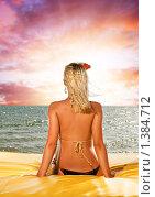 Купить «Красивая молодая женщина расслабляется рядом с морем», фото № 1384712, снято 26 февраля 2020 г. (c) Andrejs Pidjass / Фотобанк Лори