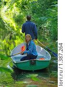 Купить «Двое в лодке плывут по каналу», фото № 1387264, снято 21 июня 2009 г. (c) Александр Гончаров / Фотобанк Лори