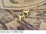 Купить «Кости на долларах», фото № 1394132, снято 14 июля 2020 г. (c) Goruppa / Фотобанк Лори