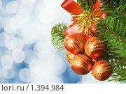 Купить «Красные новогодние шары на елке», фото № 1394984, снято 26 сентября 2008 г. (c) Andrejs Pidjass / Фотобанк Лори