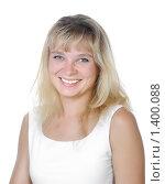 Улыбающаяся блондинка на белом фоне. Стоковое фото, фотограф Анфимов Леонид / Фотобанк Лори