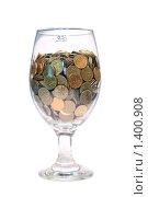 Бокал с деньгами на белом фоне. Стоковое фото, фотограф Артур (Мangalor) / Фотобанк Лори