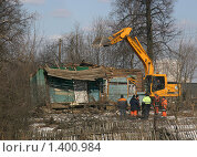 Снос деревенского дома (2009 год). Редакционное фото, фотограф Антон Алябьев / Фотобанк Лори