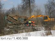 Купить «Снос деревенского дома», фото № 1400988, снято 27 марта 2009 г. (c) Антон Алябьев / Фотобанк Лори