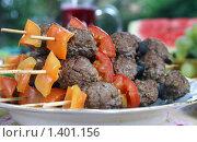 Кебабы с овощами запеченные на гриле для пикника. Стоковое фото, фотограф Татьяна Емшанова / Фотобанк Лори