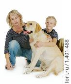 Мама и сын с собакой. Стоковое фото, фотограф Дарья Колесникова / Фотобанк Лори