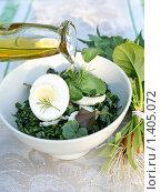 Салат из весенней зелени с оливковым маслом. Стоковое фото, фотограф Татьяна Емшанова / Фотобанк Лори
