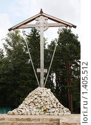 Купить «Крест на Бутовском полигоне», фото № 1405512, снято 26 июля 2009 г. (c) Ирина Золина / Фотобанк Лори