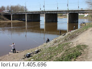 Весенняя рыбалка на реке Которосль в Ярославле. Стоковое фото, фотограф Галина Новикова / Фотобанк Лори