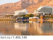 Купить «Купание в Мертвом море. Здания отелей на берегу Мертвого моря. Израиль.», фото № 1406148, снято 17 января 2010 г. (c) Светлана Силецкая / Фотобанк Лори