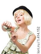 Купить «Девушка рвёт купюру на белом фоне», фото № 1414152, снято 12 декабря 2009 г. (c) Сергей Новиков / Фотобанк Лори