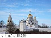 Покровский женский монастырь в Суздале зимой на фоне голубого неба. Стоковое фото, фотограф Инна Додица / Фотобанк Лори