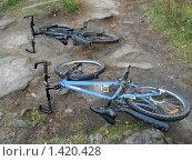 Купить «Два велосипеда», фото № 1420428, снято 11 октября 2009 г. (c) Людмила Банникова / Фотобанк Лори