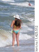 Купить «Девочка и море», фото № 1425512, снято 29 июля 2008 г. (c) Федор Королевский / Фотобанк Лори