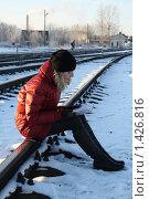 Купить «Ожидающая поезд», фото № 1426816, снято 20 декабря 2009 г. (c) Антон Корнилов / Фотобанк Лори