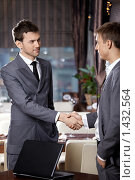 Купить «Встреча двух деловых партнеров в ресторане», фото № 1432564, снято 14 января 2010 г. (c) Raev Denis / Фотобанк Лори