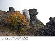 Купить «Каменные останцы в тумане, Крым», фото № 1434652, снято 2 октября 2009 г. (c) Воу-воу-воу пам-па-рам / Фотобанк Лори