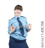 Купить «Девушка-милиционер с наручниками», фото № 1435768, снято 15 ноября 2009 г. (c) Яков Филимонов / Фотобанк Лори