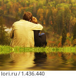 Купить «Влюбленная пара в осеннем парке», фото № 1436440, снято 24 января 2020 г. (c) Andrejs Pidjass / Фотобанк Лори