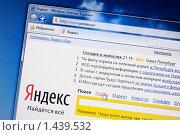 "Купить «Окно интернета со страницей поисковика ""Яндекс""», фото № 1439532, снято 2 февраля 2010 г. (c) Кекяляйнен Андрей / Фотобанк Лори"