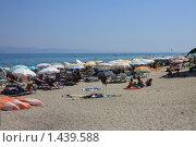 Загорающие люди на пляже Греции (2008 год). Редакционное фото, фотограф Галина Новикова / Фотобанк Лори