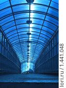 Тоннель в синем свете. Стоковое фото, фотограф Сунгатулина Эльвира / Фотобанк Лори