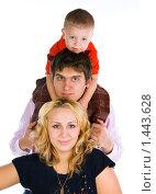 Купить «Мама, папа, я - счастливая семья!», эксклюзивное фото № 1443628, снято 2 февраля 2010 г. (c) Куликова Вероника / Фотобанк Лори