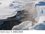 Теплый поток воды под льдом. Стоковое фото, фотограф djandre77 / Фотобанк Лори