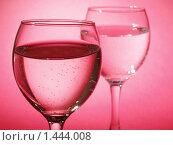 Купить «Два бокала на розовом фоне», фото № 1444008, снято 16 января 2010 г. (c) Александр Кузовлев / Фотобанк Лори