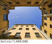 Двор-колодец в Санкт-Петербурге (2009 год). Стоковое фото, фотограф Александр Кузовлев / Фотобанк Лори